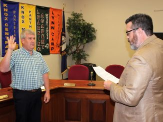 Kevin Hinkle is shown being sworn into office by Judge Skip Hammons.